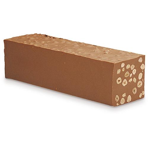 Nougat-Block mit Nüssen